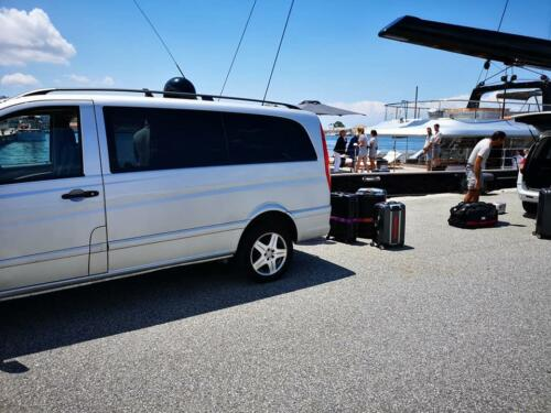 Marina pick up with minivan